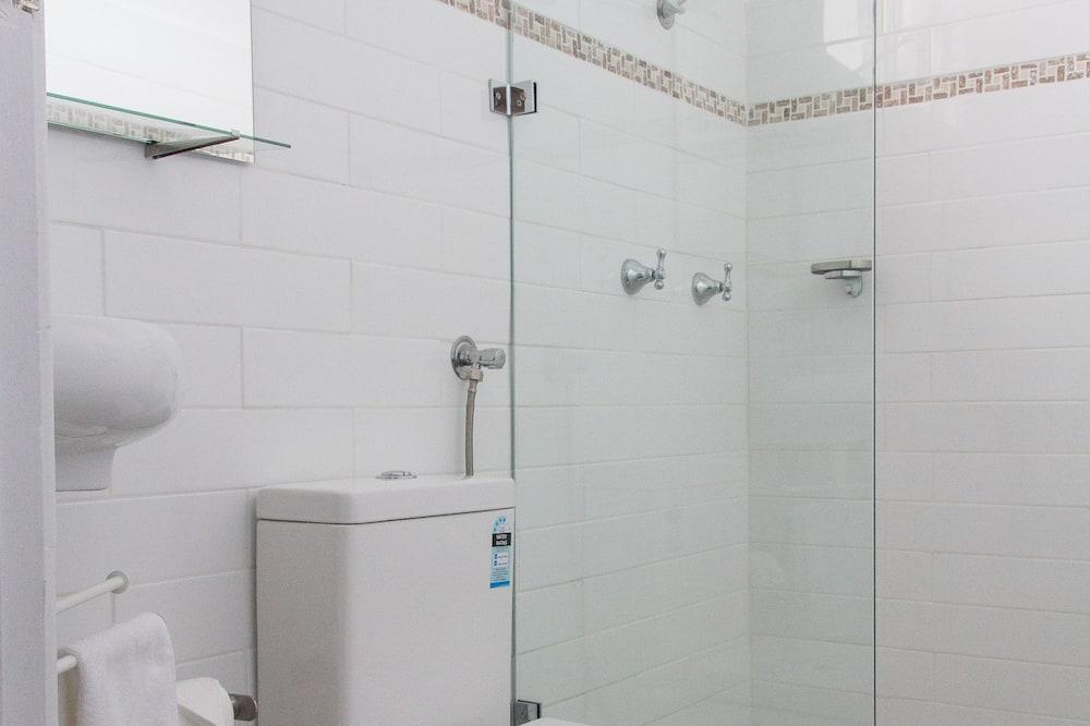 Standard Twin Room, Non Smoking (Standard Twin) - Bathroom
