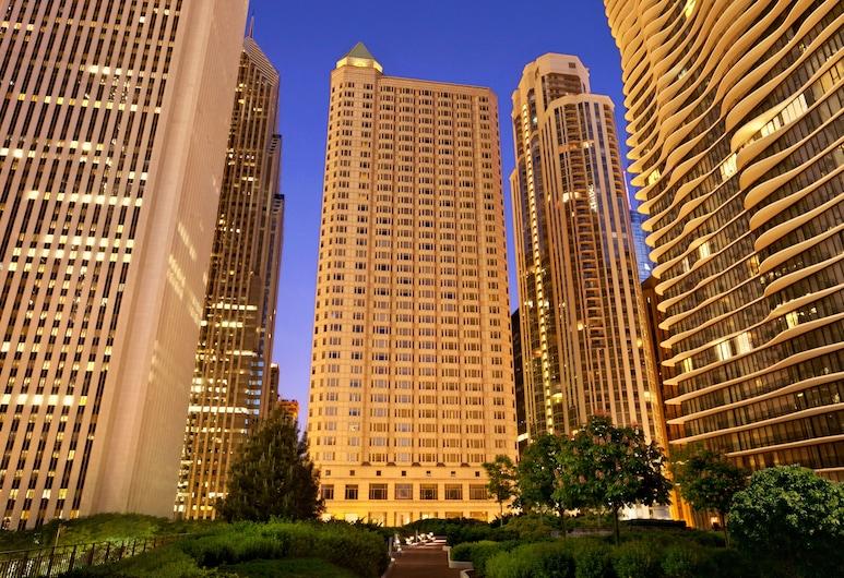 Fairmont Chicago at Millennium Park, Chicago, Otelin Önü - Akşam/Gece