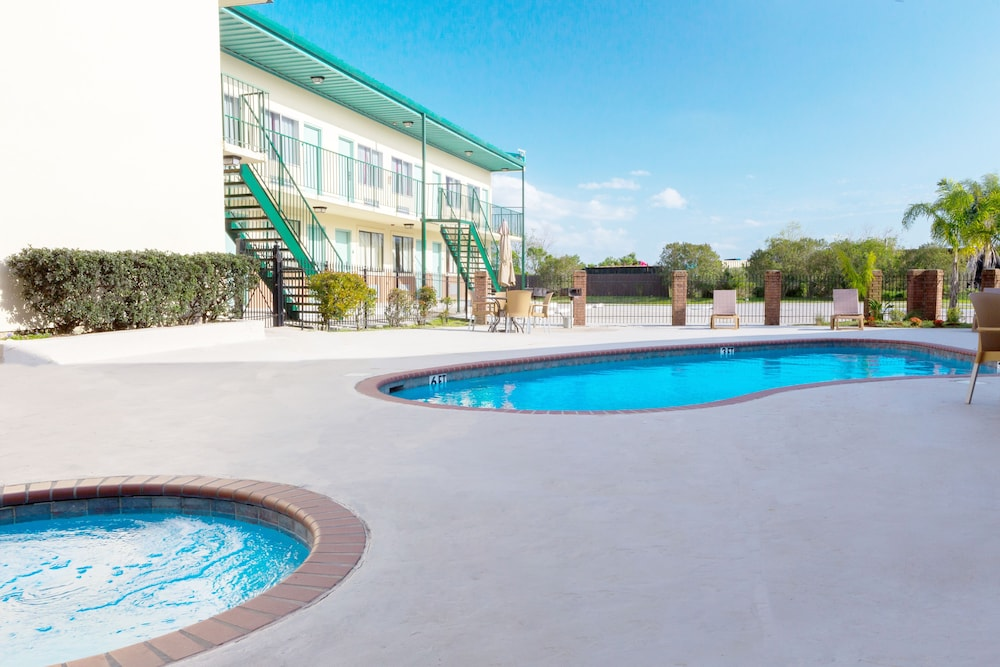 Marina Motel Chalmette Pool