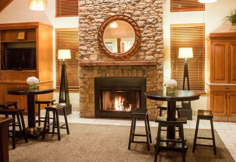 Cloverleaf Suites Kansas City - Overland Park, Overland Park, Salón en el lobby