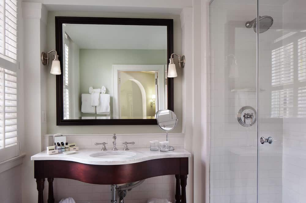 Prémium szoba, 2 queen (nagyméretű) franciaágy - Fürdőszoba