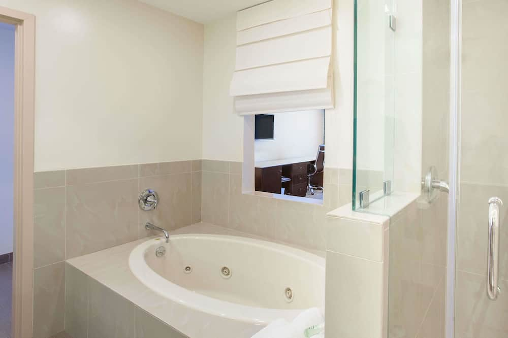 Upgraded, Standard-huone, 1 suuri parisänky - Kylpyhuone