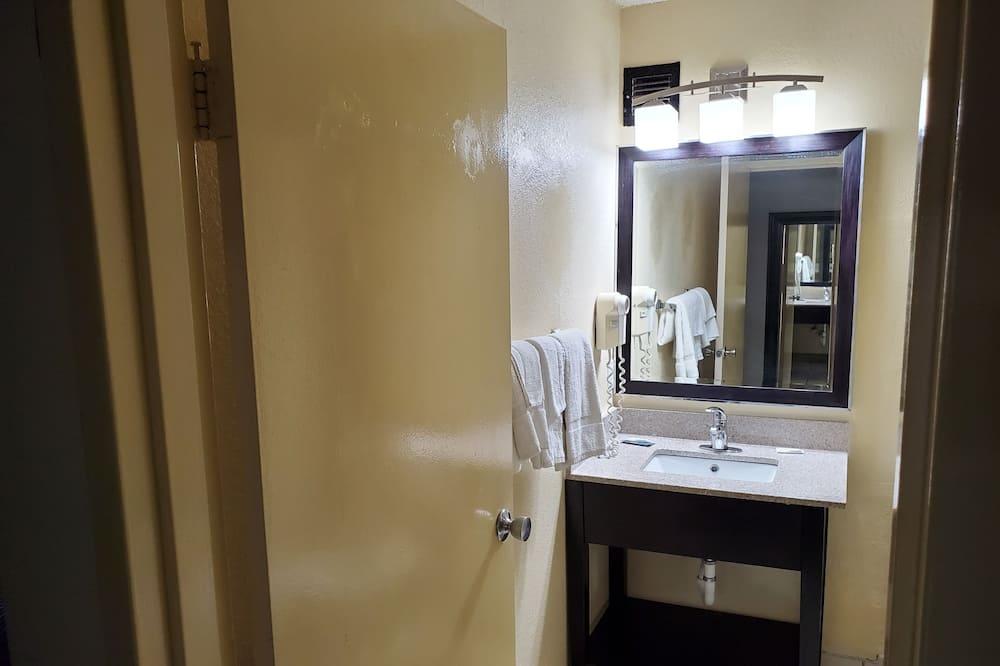Huone, 2 parisänkyä, Tupakointi kielletty - Kylpyhuone
