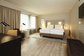 Enter your dates for our Duesseldorf last minute prices