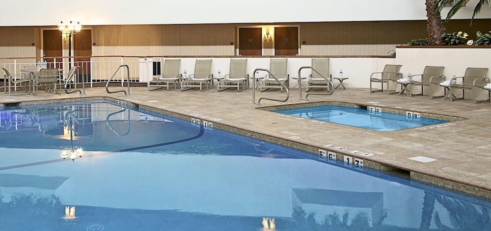 book sheraton minneapolis west hotel in minnetonka. Black Bedroom Furniture Sets. Home Design Ideas