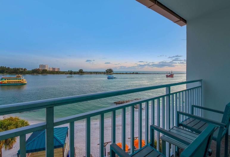 Winter the Dolphins Beach Club, Ascend Hotel Collection, Clearwater Beach