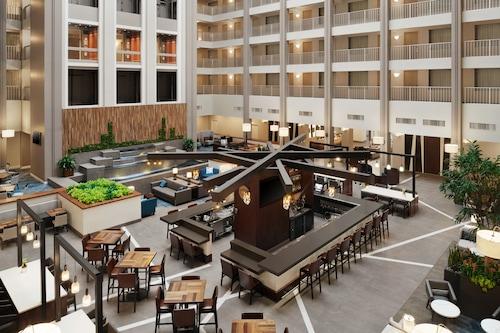 Book Embassy Suites By Hilton Cincinnati Rivercenter In Covington Hotels Com