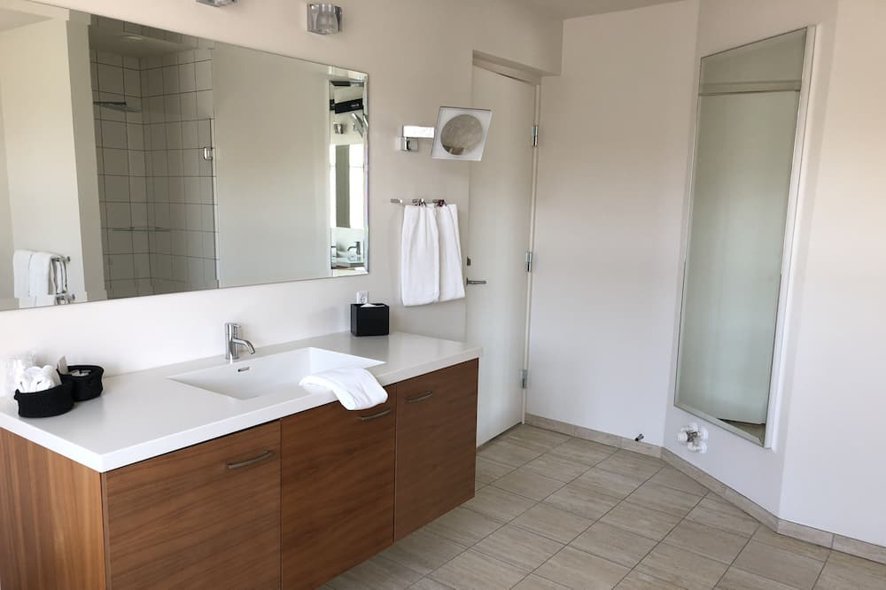 Suite, 2 Bedrooms, Non Smoking, Jetted Tub (1 bedroom and 1 living room) - Bathroom