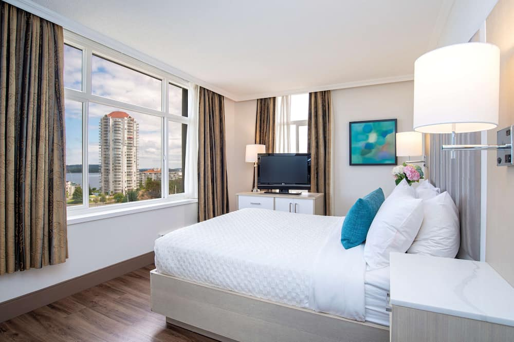 Premium Suite, 1 Queen Bed with Sofa bed, Refrigerator, Harbor View (with Sofabed) - Guest Room