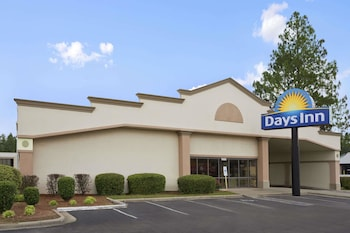 Picture of Days Inn by Wyndham Fayetteville-South/I-95 Exit 49 in Fayetteville