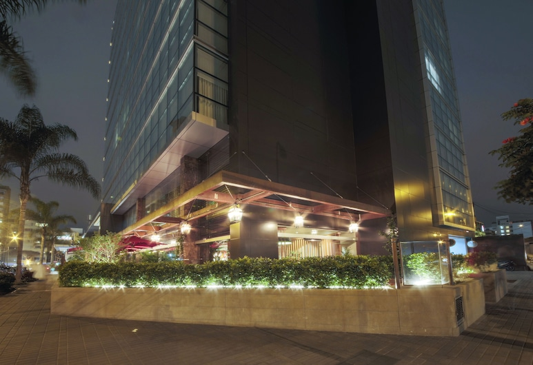 El Pardo DoubleTree by Hilton, Lima, Voorkant hotel - avond/nacht