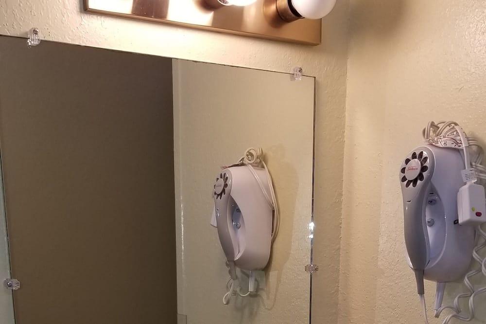 Nekuřácký pokoj svelkým lůžkem - Koupelna