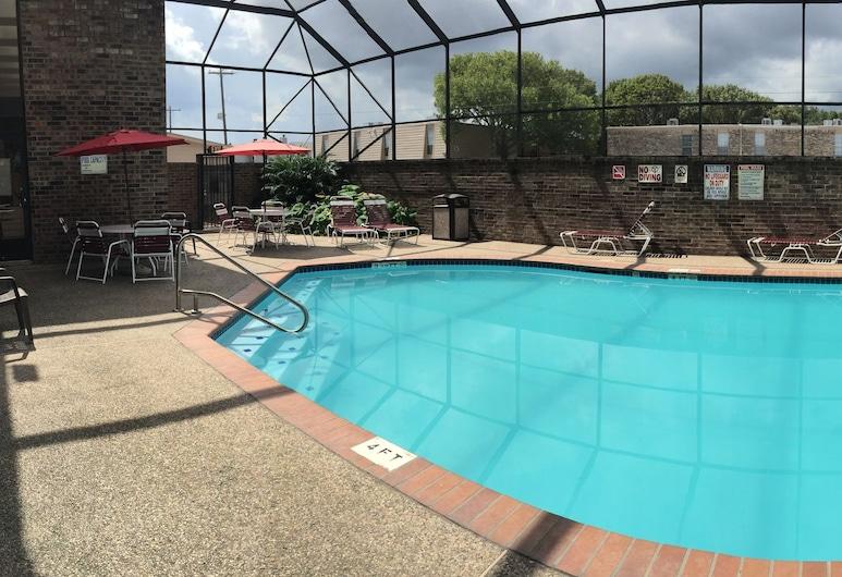 โรงแรมเชอโรเทล แกรนด์มาริเนอร์, เลกแจ็กสัน, สระว่ายน้ำ