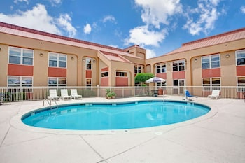 Picture of Ramada by Wyndham West Memphis in West Memphis