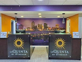 Picture of La Quinta Inn & Suites by Wyndham Memphis Airport Graceland in Memphis
