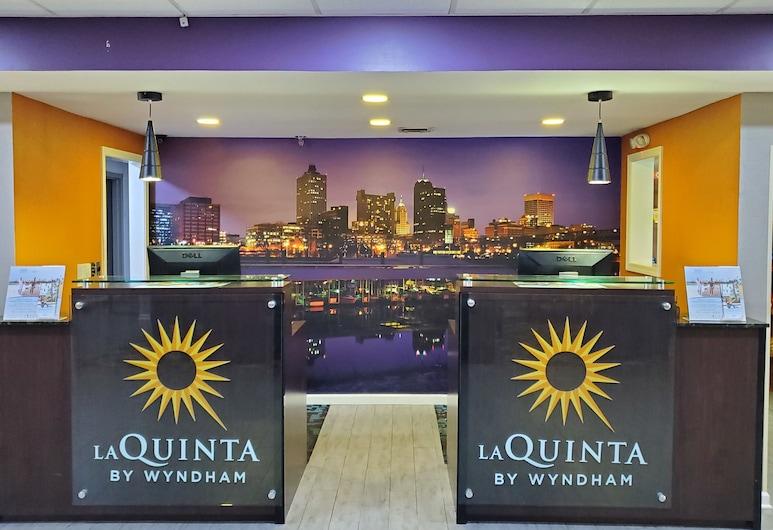 La Quinta Inn & Suites by Wyndham Memphis Airport Graceland, Memfisa
