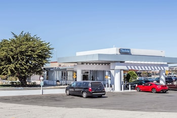 Picture of Travelodge San Francisco Airport-North in South San Francisco