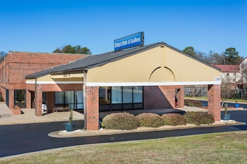 Nuotrauka: Days Inn & Suites by Wyndham Rocky Mount Golden East, Rocky Mount
