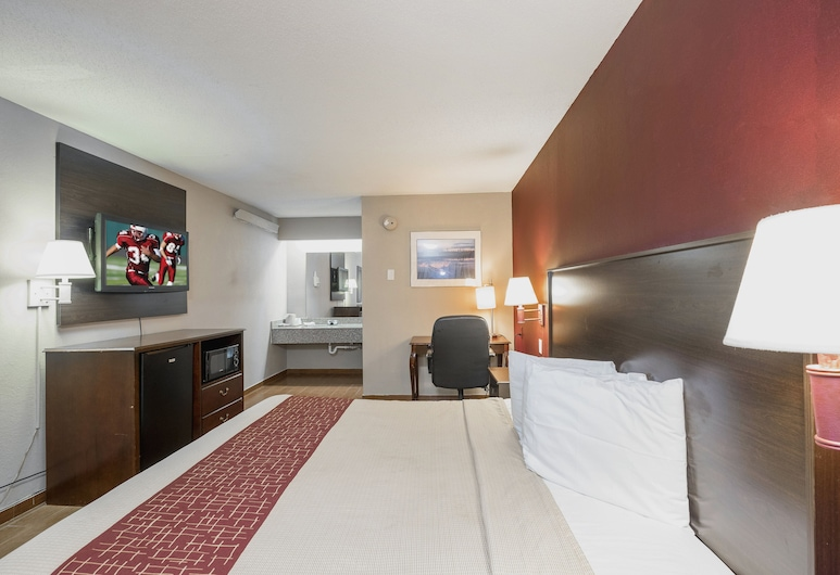 Red Roof Inn Jackson Downtown - Fairgrounds, Jackson, Superior Room, 1 King Bed, Non Smoking, Guest Room