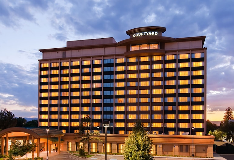 Courtyard by Marriott Denver Cherry Creek, Denver, Hotel Front – Evening/Night