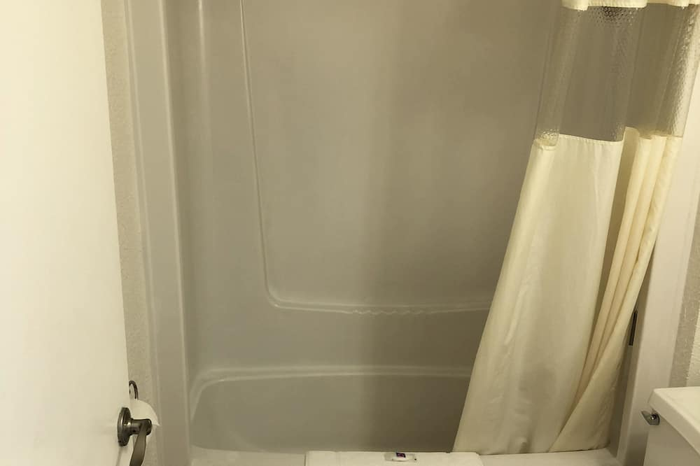 Standardzimmer, 2Doppelbetten, Nichtraucher - Badezimmer