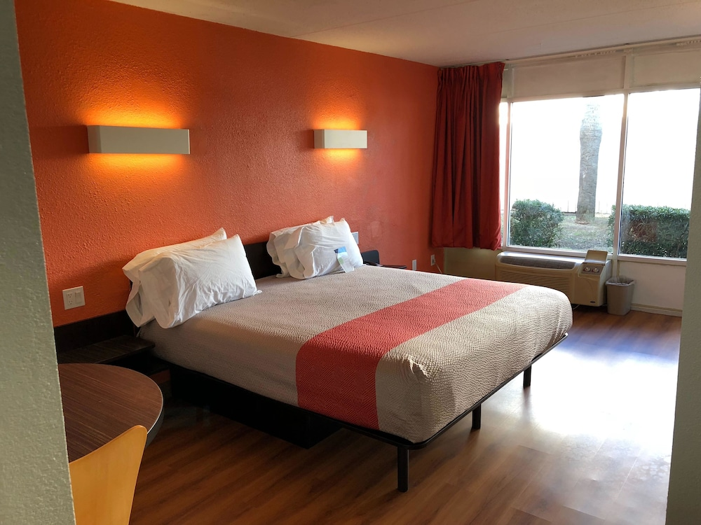 Motel 6 Brunswick, GA, Brunswick, Standard Room, 1 King Bed, Non
