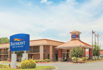 Picture of Baymont Inn & Suites Rocky Mount I-95 in Battleboro
