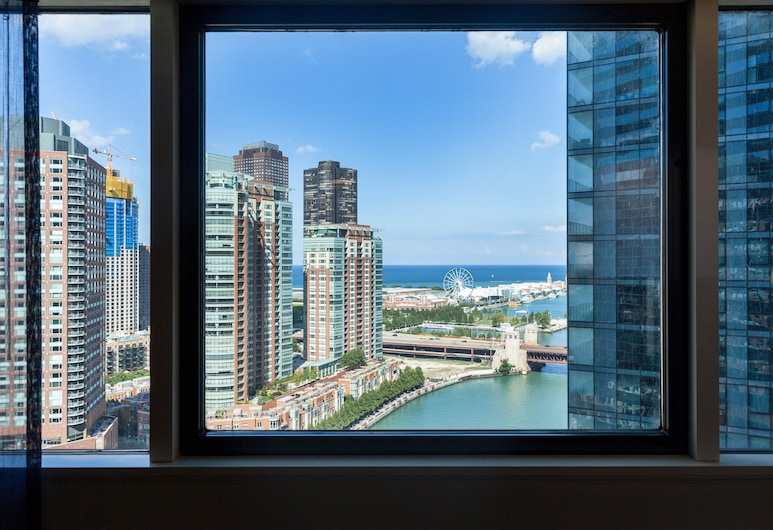 Swissotel - Chicago, Chicago, Classic Room, 1 King Bed, Lake View (Lake View), Lake View