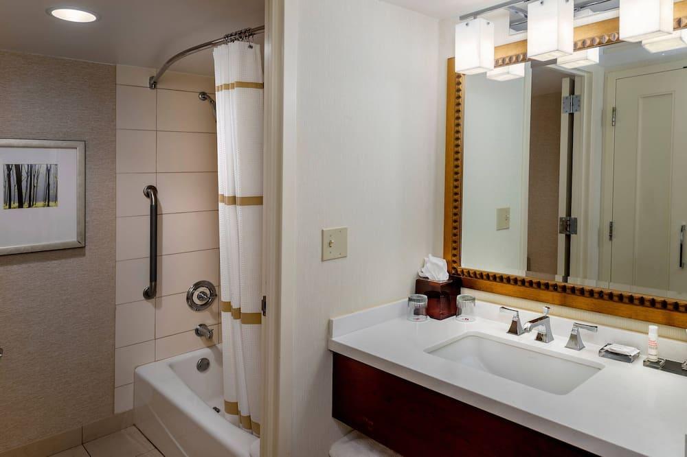 Executive kamer, 1 kingsize bed, niet-roken, uitzicht op meer - Badkamer