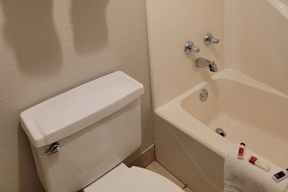 Standard Oda, 1 En Büyük (King) Boy Yatak - Banyo