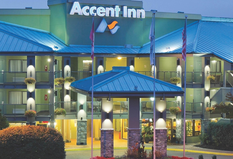 Accent Inns Vancouver Airport, Richmond, Hotel Front – Evening/Night