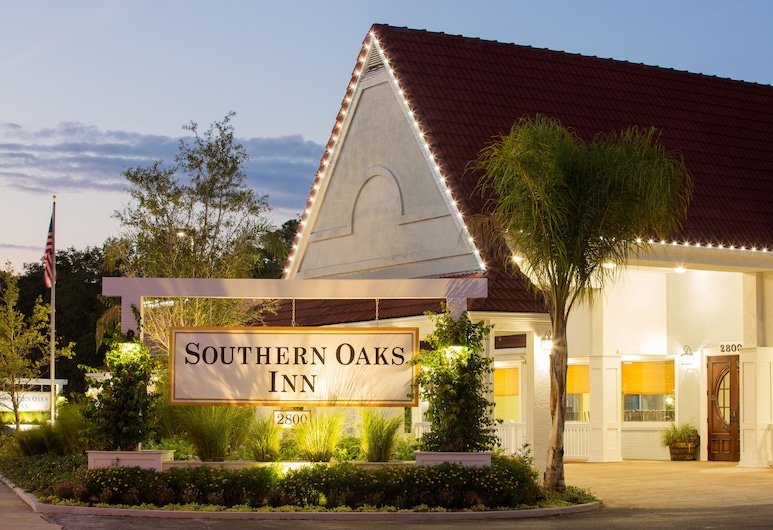 Southern Oaks Inn, St. Augustine, Hotel Front – Evening/Night