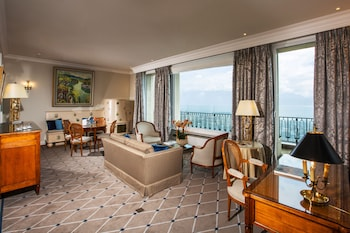 Enter your dates to get the best Lausanne hotel deal