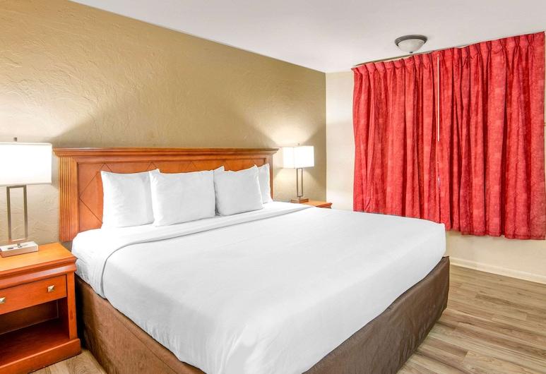 Econo Lodge Inn & Suites Durango, Durango, Iowa