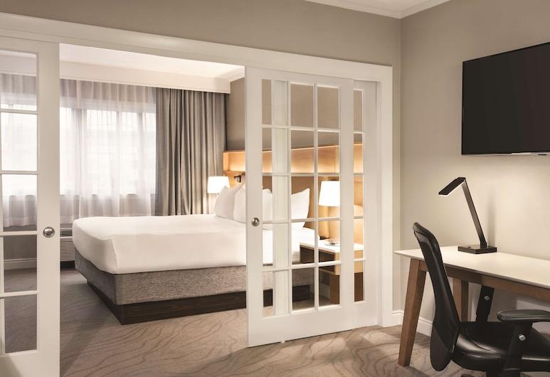 Radisson Hotel Providence Airport, Warwick, Suite, 1King-Bett, Nichtraucher, Zimmer