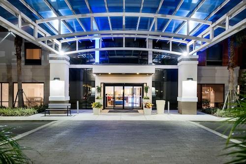 南萊克蘭智選假日套房飯店