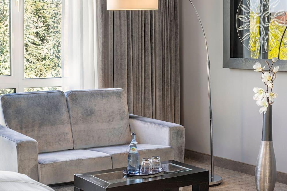 Номер-люкс категорії «Джуніор», 1 двоспальне ліжко (Cozy Sitting Corner) - Обіди в номері