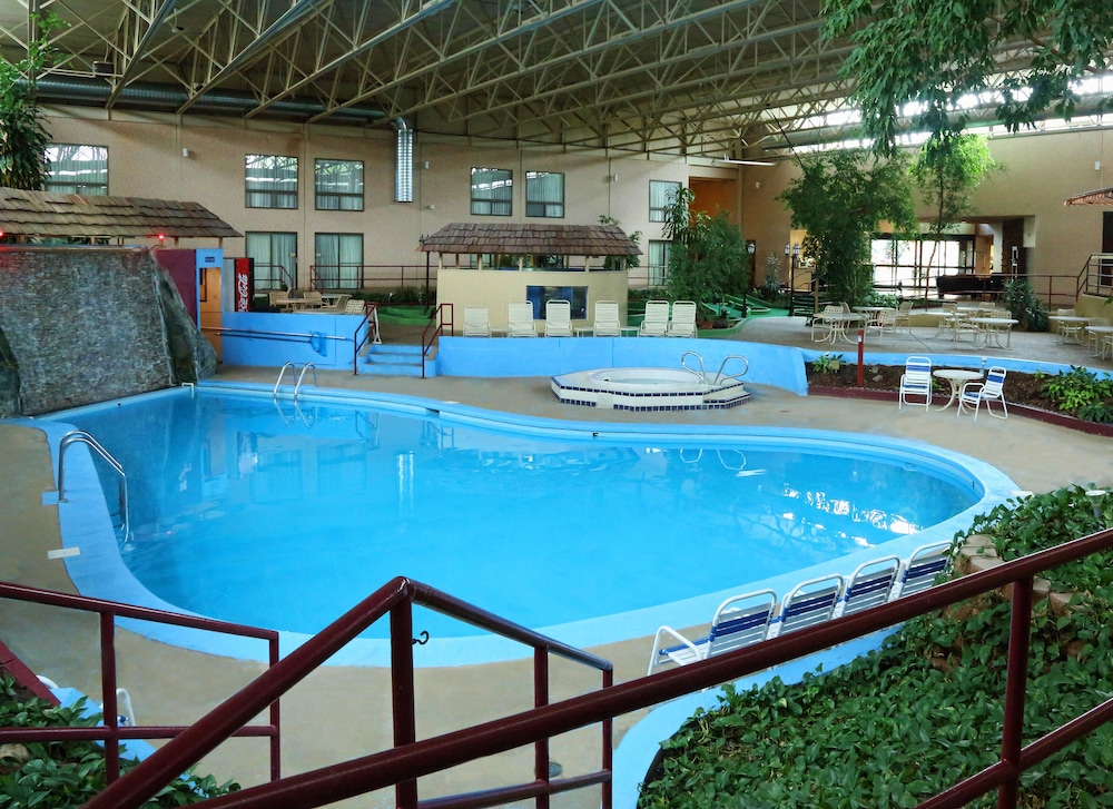 Townhouse Hotel Grand Forks Indoor Pool