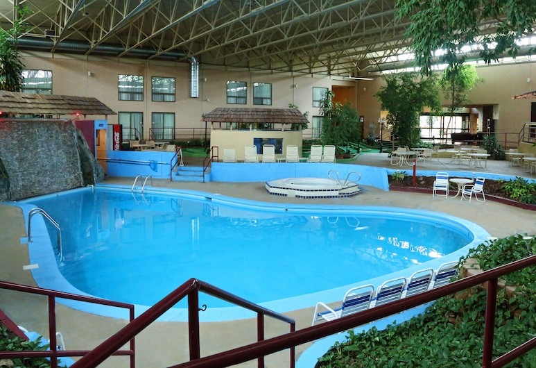 Townhouse Hotel Grand Forks, Grand Forks, Indoor Pool