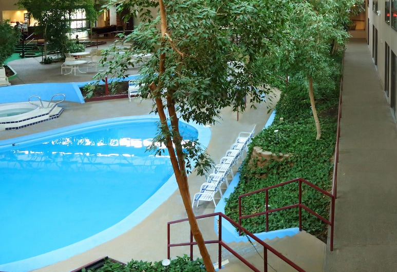 Townhouse Hotel Grand Forks, Grand Forks, Piscina cubierta