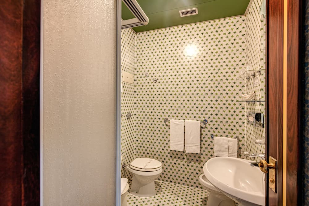 Dvojlôžková izba typu Classic, 2 jednolôžka - Kúpeľňa