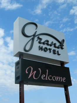 Picture of Grand Hotel in Minot