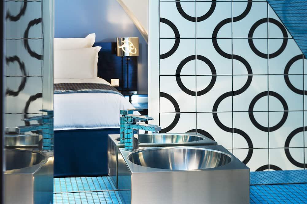 Double or Twin Room (Privilege) - Bathroom