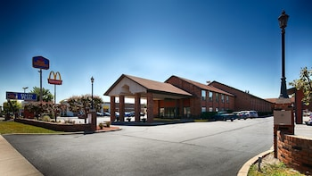 Picture of Best Western Falcon Plaza in Bowling Green