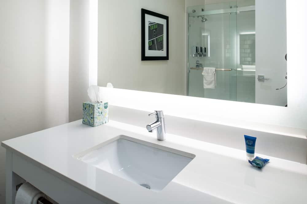Room, 1 King Bed, Non Smoking - Bathroom Sink