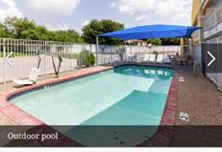 市中心東北生態小屋及套房, 聖安東尼奧, 室外泳池