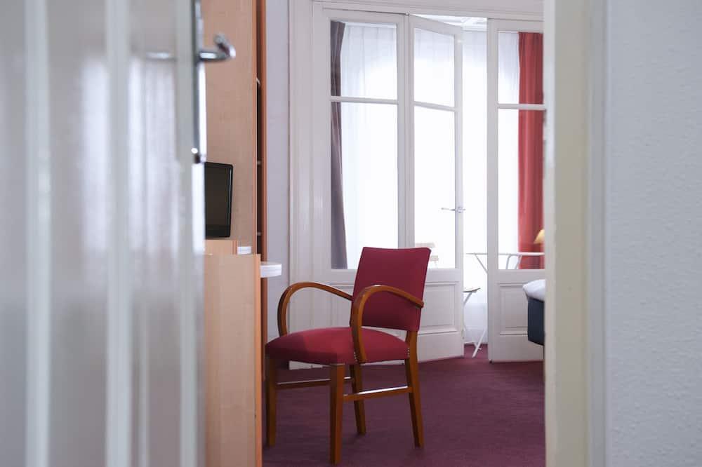 ห้องซูพีเรียดับเบิล, เตียงใหญ่ 1 เตียง และโซฟาเบด - พื้นที่นั่งเล่น