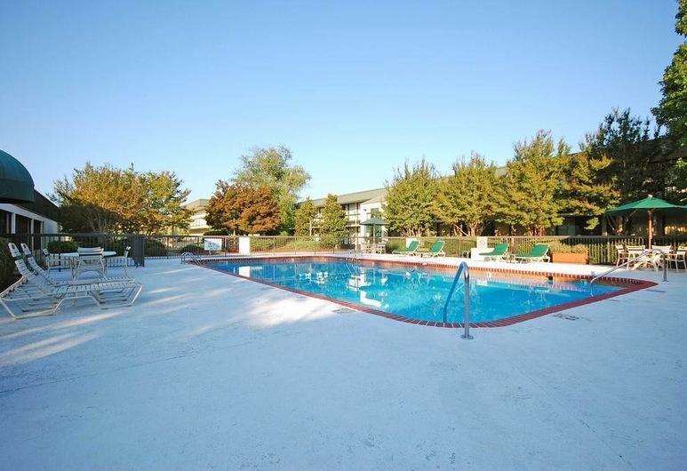 캠던 웨스트 인 & 스위트, 루고프, 야외 수영장
