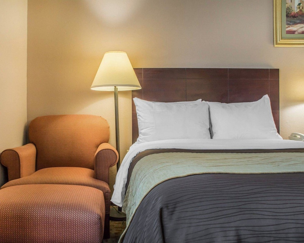 hospitality cheektowaga holiday comfort new express inn ny eastern york lockport entry portfolio comforter