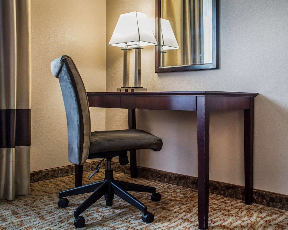 hotel in comforter bed reviews quality photos inn lockport comfort ny deals us room